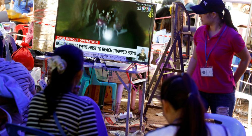 أهالين الأطفال المحاصرين بالكهف في تايلاند