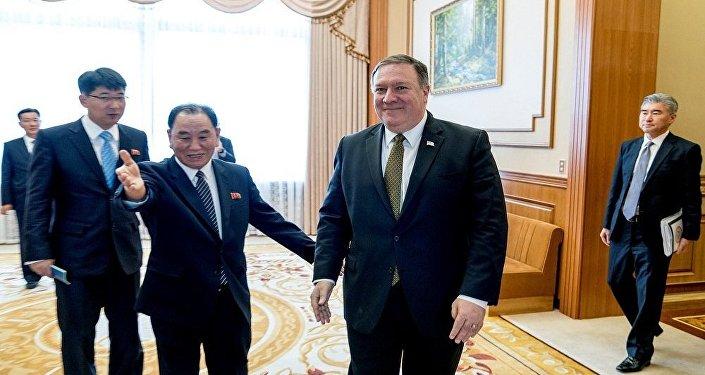 وزير الخارجية الأمريكي مايك بومبيو أثناء زيارته إلى كوريا الشمالية