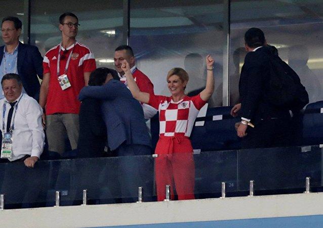 رئيسة كرواتيا أثناء متابعتها لمباراة منتخب بلادها ضد روسيا، في بطولة كأس العالم، 7 يوليو/تموز 2018