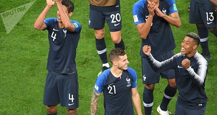 احتفال فرنسا بعد الوصول لنهائي كأس العالم