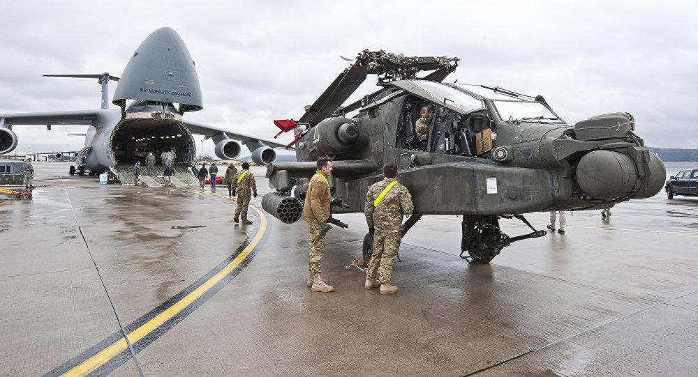 طائرة هليكوبتر هجومية من طراز AH-64 Apache