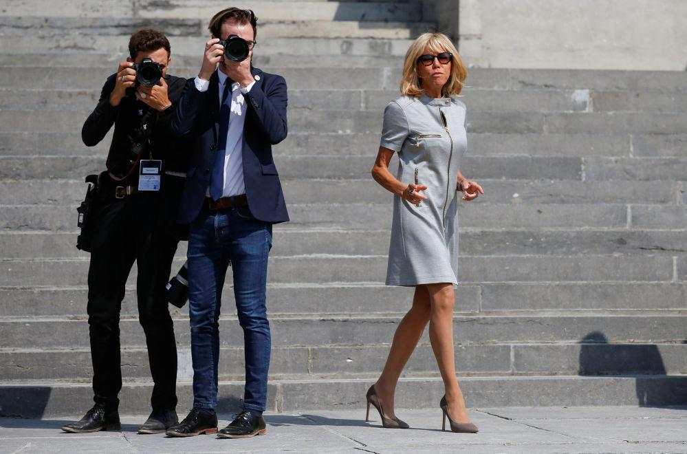 السيدة الأولى الفرنسية بريجيت ماكرون خلال زيارتها إلى المتحف الملكي، خلال قمة قادة حلف الناتو في بروكسل، بلجيكا في 12 يوليو/ تموز 2018