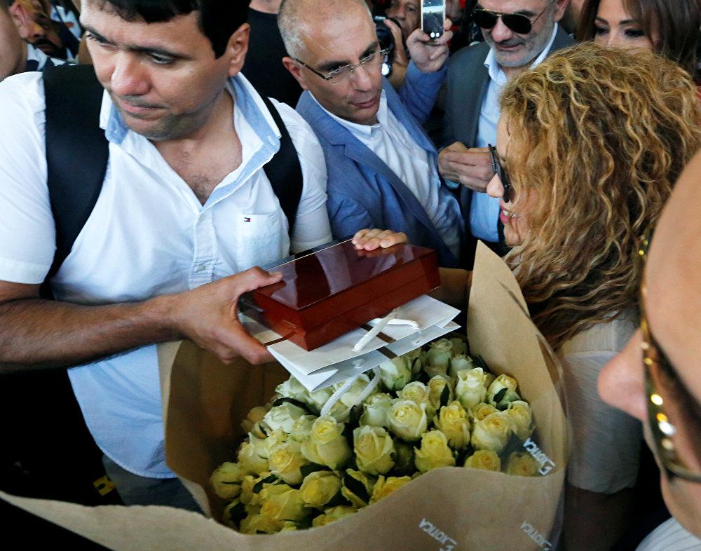 شاكيرا تستقبل بالورود في مطار بيروت الدولي، 12 يوليو/تموز 2018