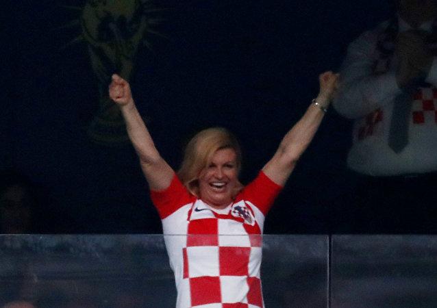 رئيس كرواتيا بعد إحراز منتخب بلادها الهدف الأول في مرمى المنتخب الفرنسي في نهائي مونديال روسيا، 15 يوليو/تموز 2018