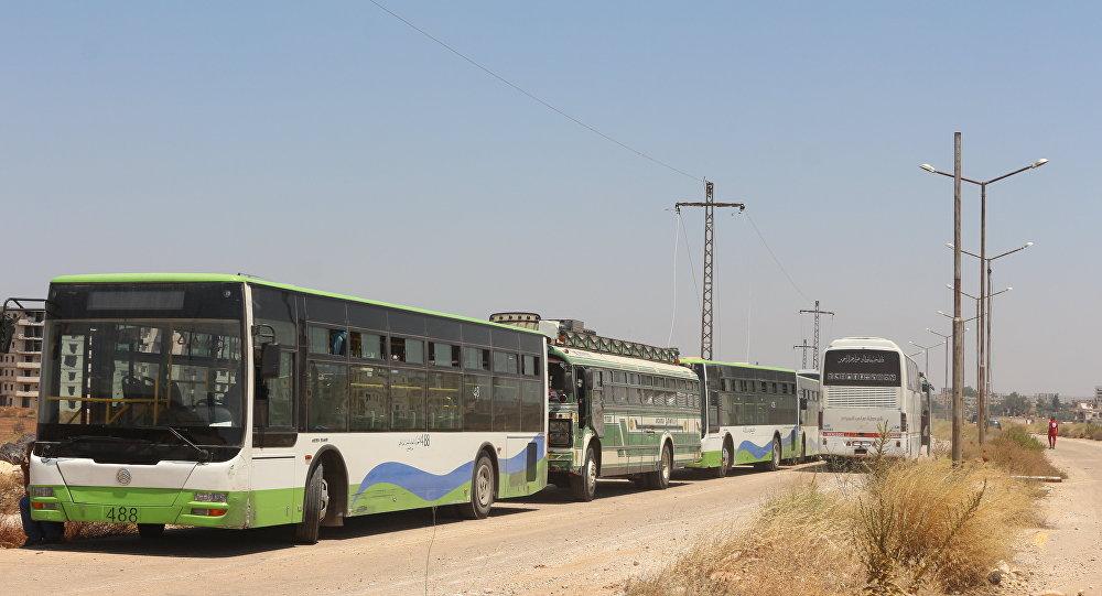 حافلات تقل المسلحين من درعا إلى الشمال السوري
