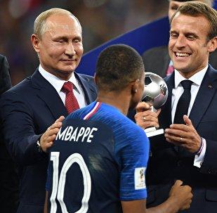 الرئيس بوتين يهنئ المنتخب الفرنسي بالفوز في بطولة العالم بكرة القدم