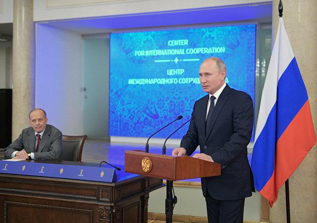 بوتين خلال لقائه ممثلي مقر تأمين أمن المونديال