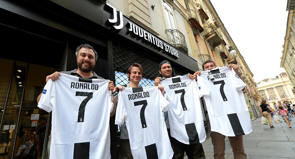 """يوفنتوس الايطالي: بيع 520 ألف من قمصان """"كريستيانو"""".. وتسجيل مداخيل بقيمة 54 مليون يورو"""