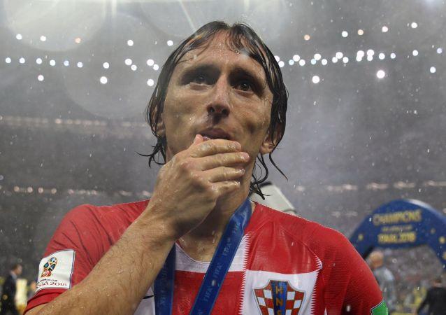 كابتن المنتخب الكرواتي لوكا مودريتش فاز بجائزة أفضل لاعب في بطولة كأس العالم لكرة القدم روسيا - 2018