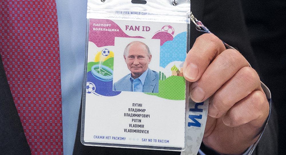 جواز مشجع للرئيس الروسي فلاديمير بوتين