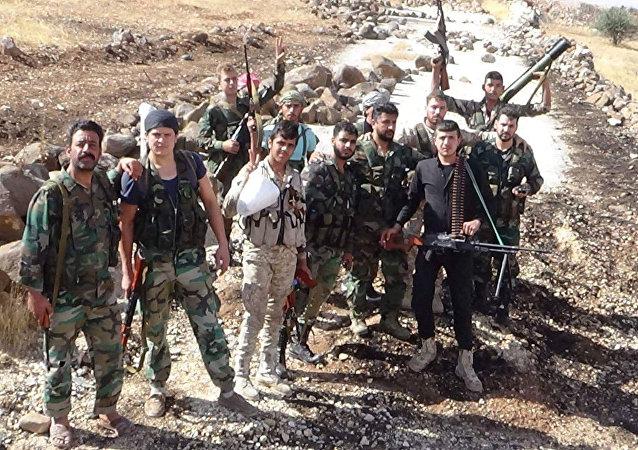 قائد قوات عشائر بني عز لسبوتنيك: الآلاف من مقاتلينا ينتظرون الإشارة لاقتحام إدلب