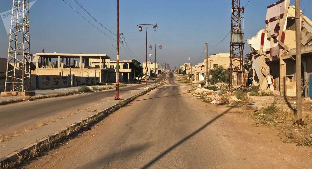 أهالي بلدة علما، في محافظة درعا، يعودون إلى منازلهم بعد تحريرها من مسلحي تنظيم داعش الإرهابي