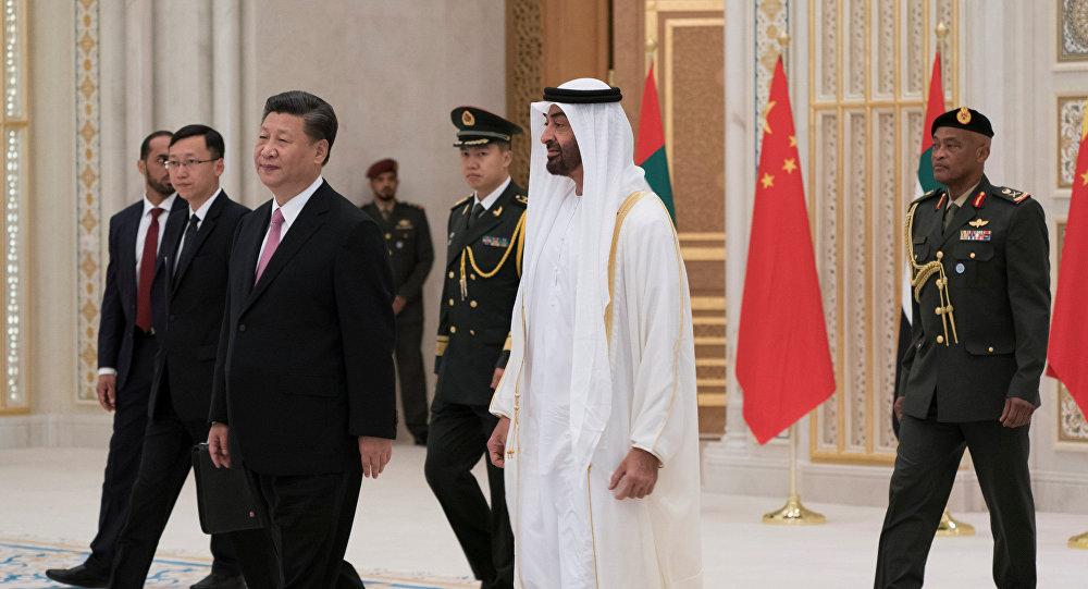 ولي عهد أبوظبي الشيخ محمد بن زايد آل نهيان مع الرئيس الصيني شي جين بينغ خلال زيارته للإمارات العربية المتحدة، 20 يوليو/تموز 2018