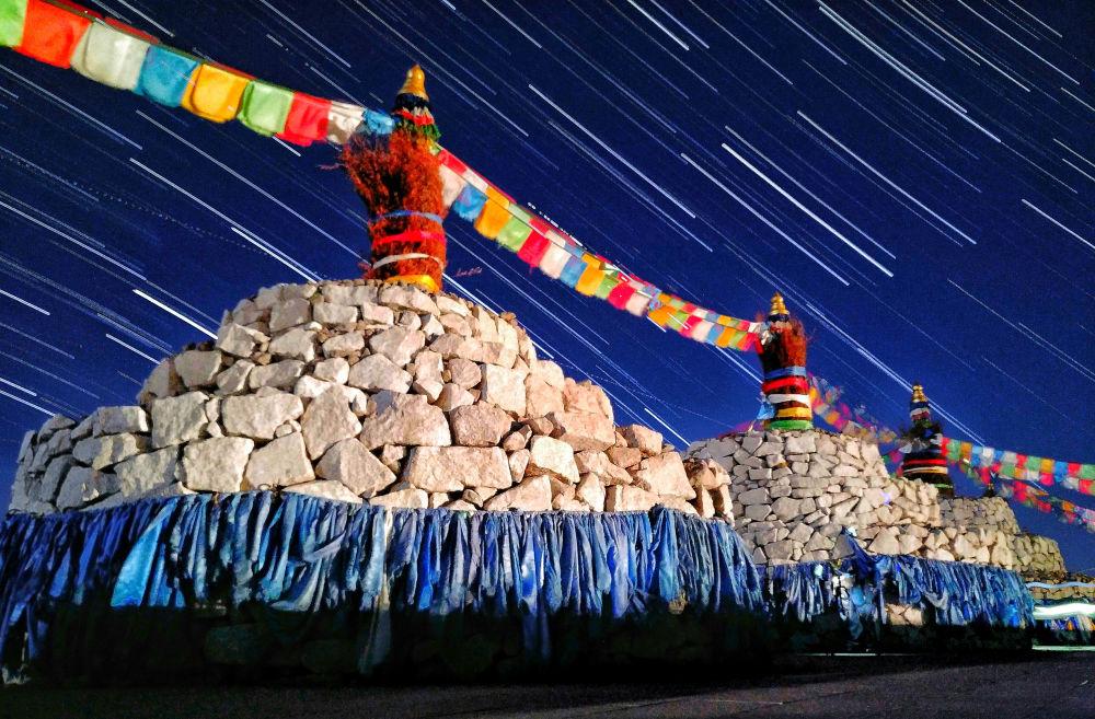 صورة بعنوان Stars over Sacred Mongolian Ovoo للمصور كيكيجي جاو