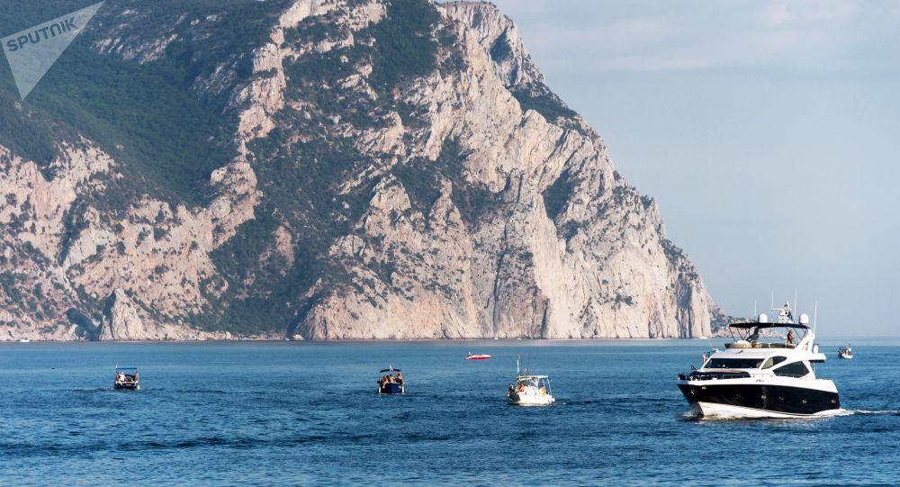 مراكب في البحر الأسود  في بالاكلافا، القرم