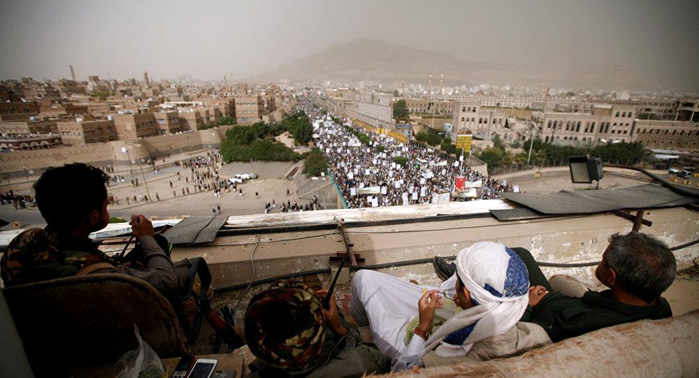 أنصار الله أمام مسيرة داعمة في العاصمة اليمنية صنعاء
