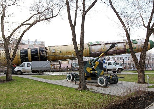 مدفع كا إس-19 وصاروخ إر إس-20
