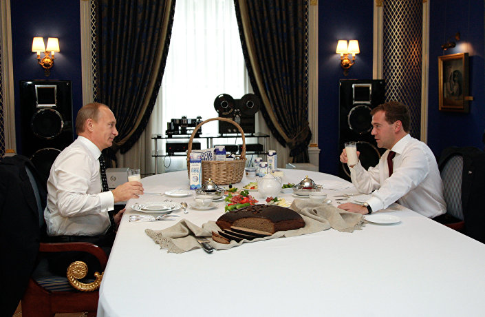 الرئيس الروسي فلاديمير بوتين ورئيس الوزراء دميتري ميدفيديف