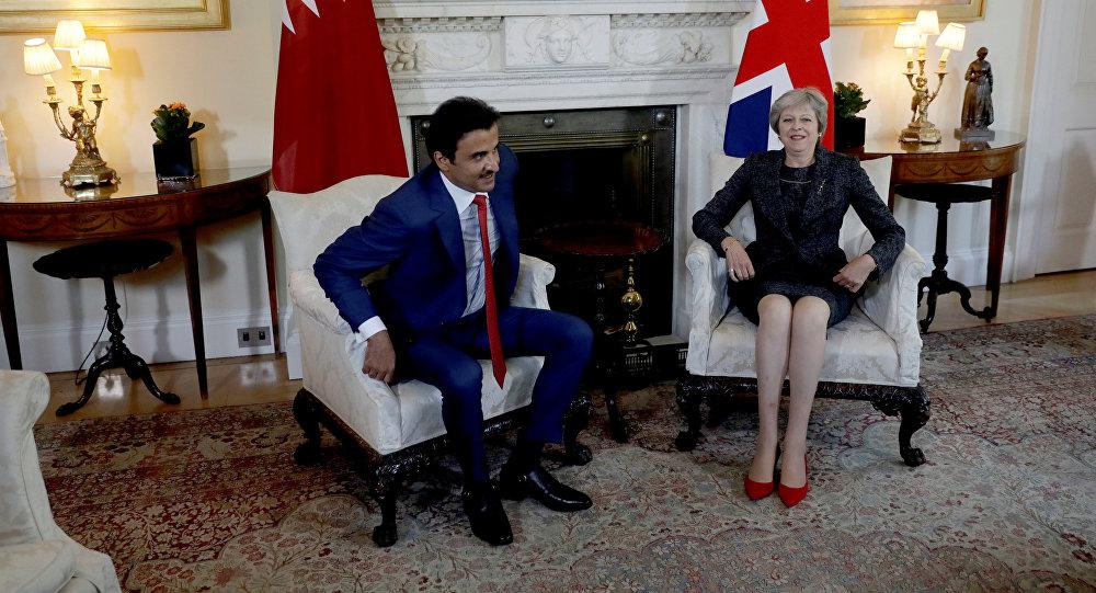 أمير قطر مع رئيسة وزراء بريطانيا