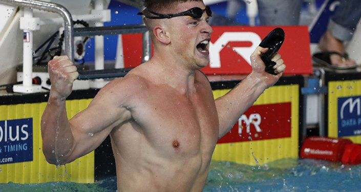 السباح البريطاني آدم بيتي