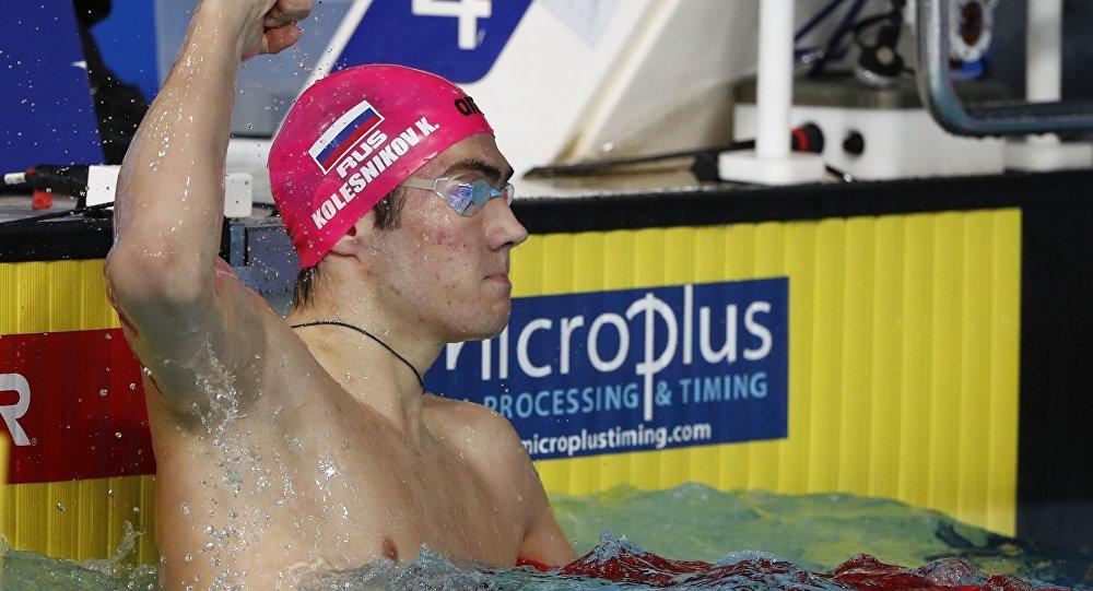 الروسي كليمنت كوليسنكوف  يحطم الرقم القياسي في السباحة ظهرا