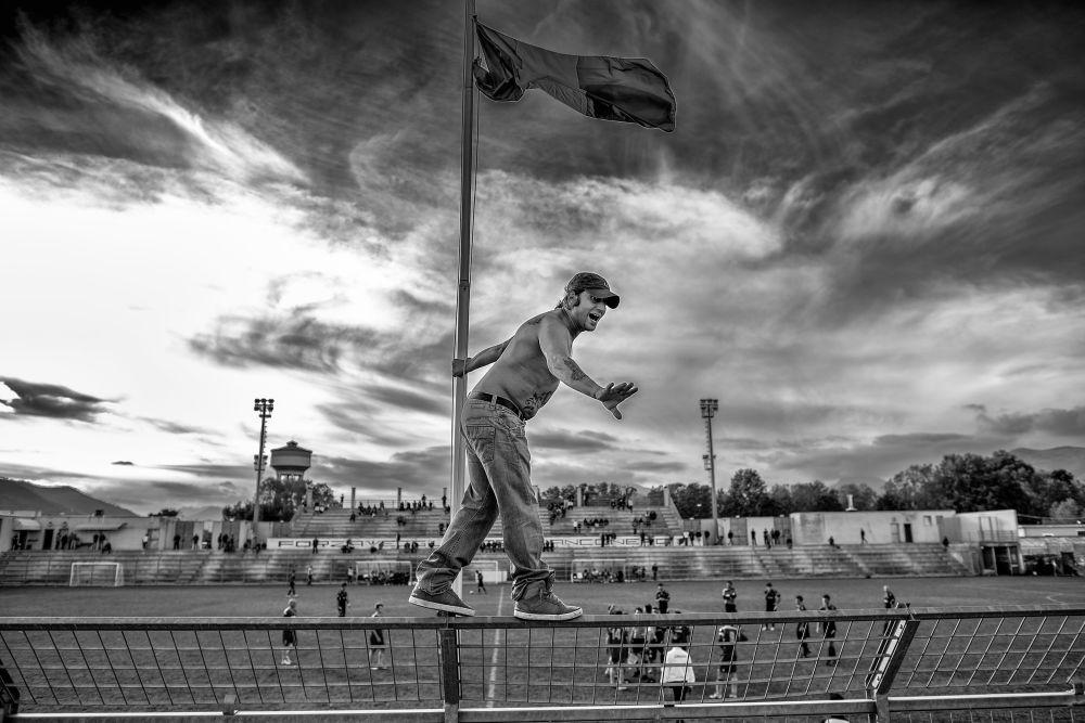 صورة بعنوان أولتراس، للمصورة الإيطالية أندريا ألاي، الحاصلة على المركز الأول في فئة التصوير الرياضة