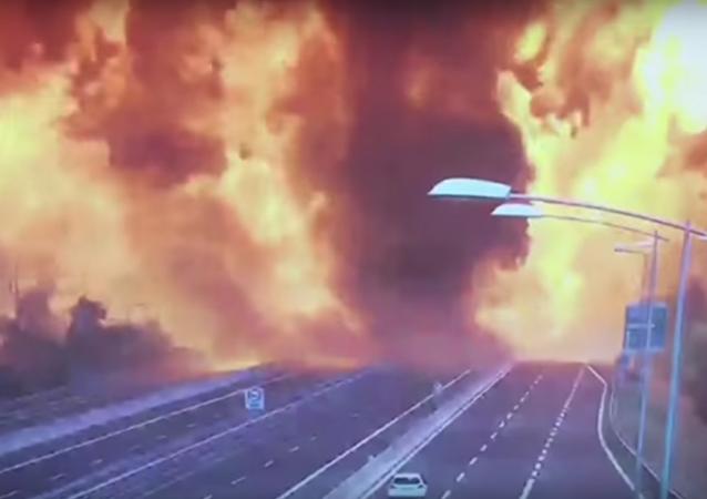 انفجار شاحنة وقود