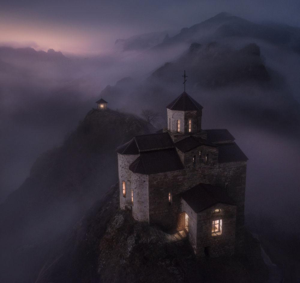 صورة بعنوان معبد شوانين، للمصور نيكولاي ستيبانينكو، الحاصلة على المركز الأول في فئة انسجام العالم، في مسابقة التصوير لشركة Nikon