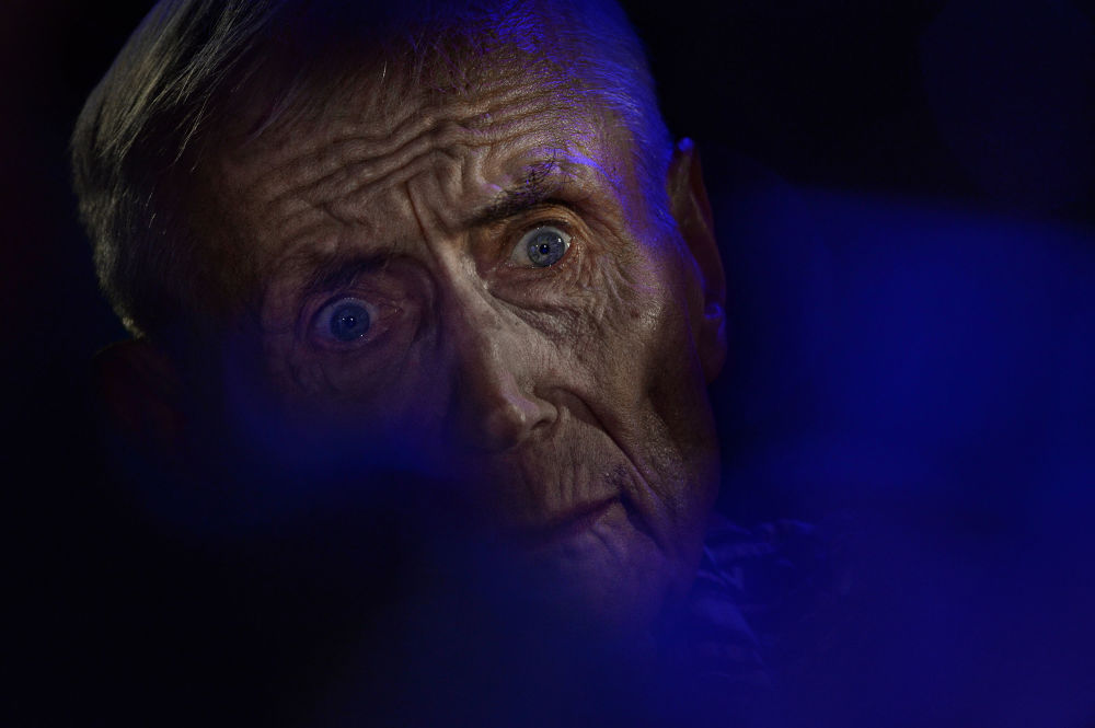 صورة بعنوان شاعر يفغيني يفتوشينكا، للمصور فلاديمير أستابكوفيتش، الحاصلة على المركز الأول في فئة لوحة، في مسابقة التصوير لشركة Nikon