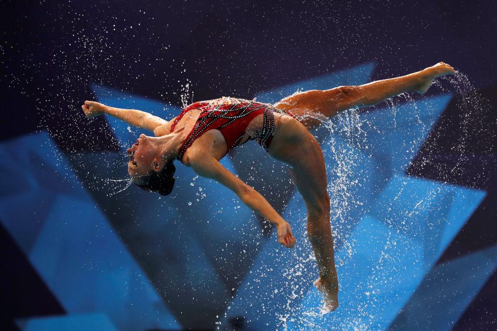 الرياضية الإسرائيلية خلال أدائها في نهائي بطولة أوروبا في السباحة الإيقاعية في غلاسكو، بريطانيا 4 أغسطس/ آب 2018