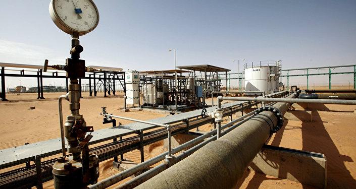 مشهد عام لحقل النفط الصحراء في ليبيا 3 ديسمبر/ كانون الأول 2014