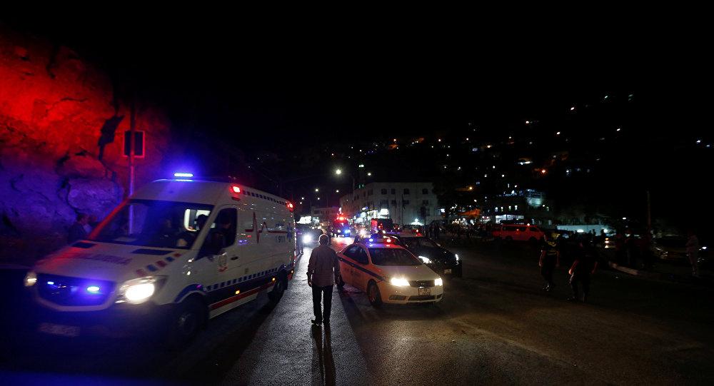 الأمن الأردني في مدينة السلط بعد مداهمة أمنية لموقع يتحصن فيه مشتبهون