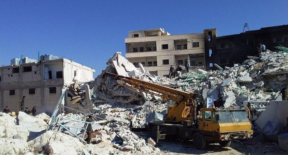دمار هائل وضحايا بينهم أطفال في انفجار مستودع ذخيرة في سرمدا بمدينة إدلب