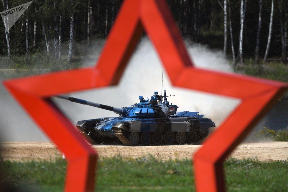 فريق من سوريا في سباق بياتلون الدبابات - 2018 في إطار مسابقة الألعاب العسكرية الدولية أرمي -2018  (الجيش - 2018) في حقل ألابينو بضواحي موسكو