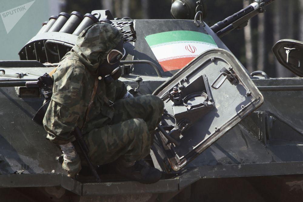 فريق من إيران في مرحلة البيئة الآمنة في إطار مسابقة الألعاب العسكرية الدولية أرمي -2018  (الجيش - 2018) في حقل بيسوتشنوي في منطقة ياروسلافل الروسية
