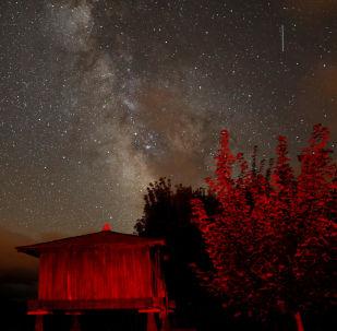 سماء مليئة بالنجوم في إسبانيا أثناء مطر النيازك شهب البرشاويات، 12 أغسطس/ آب 2018