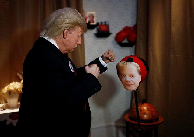 ترامب يوجه عدة لكمات لميركل في أحد المتاحف في برلين