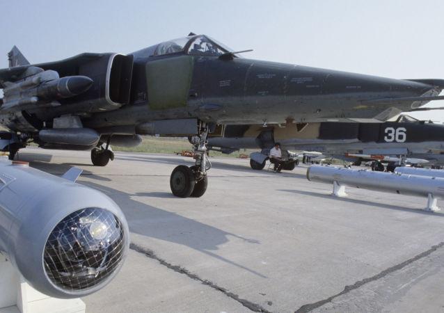 المقاتلة القاذفة ميغ-27
