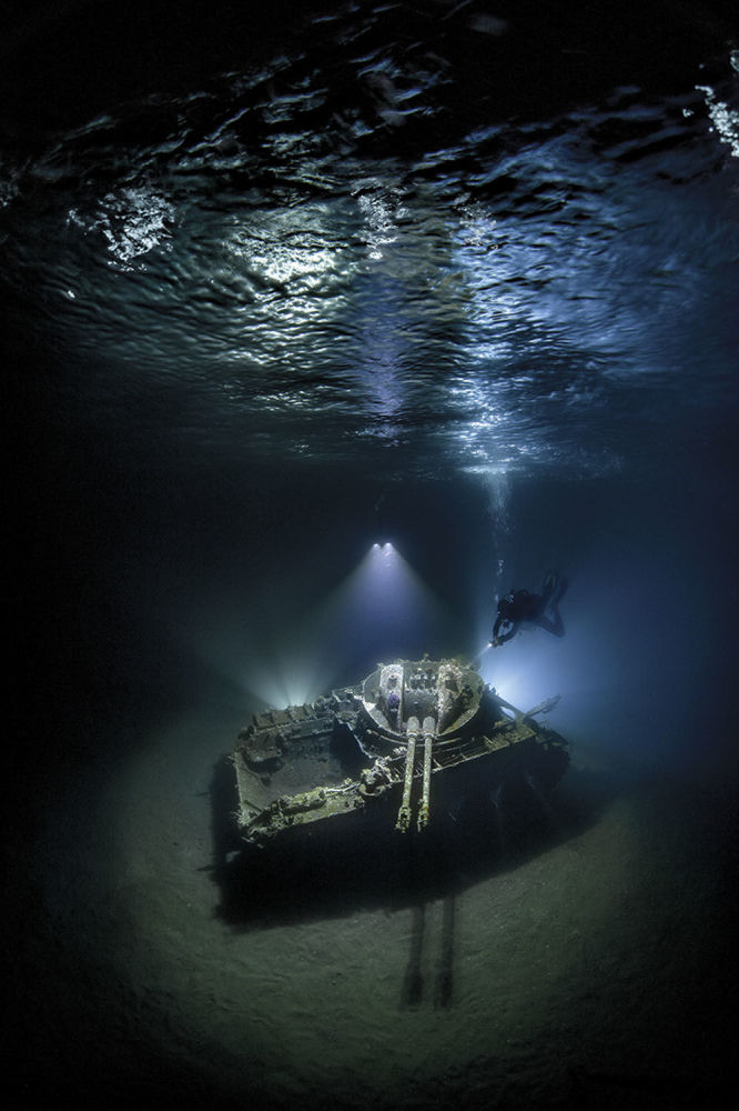 صورة للمصور أليكس داوسن، الذي فاز بالمركز الأول في فئة الزاوية العريضة لمجلة الصور تحت الماء لعام 2018