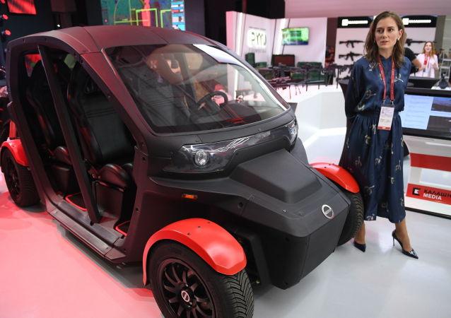 سيارة إليكترونية جديدة في معرض الانتاج المتطور لـ كلاشنيكوف في إطار المنتدى الفني العسكري الدولي الرابع آرميا 2018