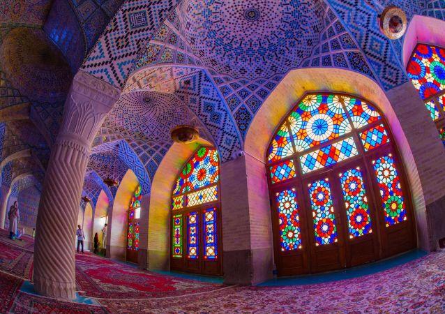 مسجد نصير الملك (أو المسجد الوردي) في شيراز، إيران