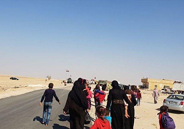 1000 مدني عبروا أبو الظهور من مناطق سيطرة النصرة