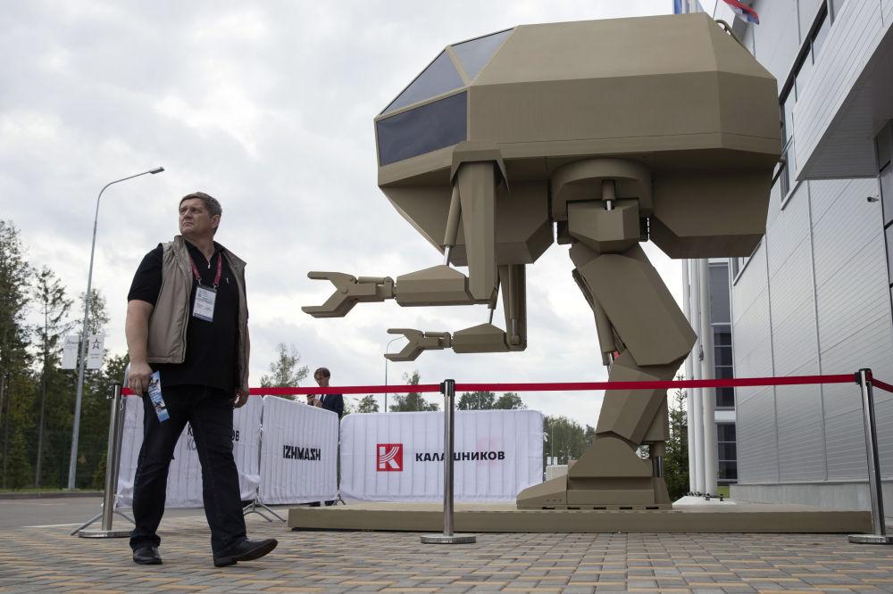 شركة كلاشينكوف تعرض الرجل الآلي إيغوريوك في المنتدى التقني العسكري الدولي أرميا - 2018 (الجيش - 2018 في ألابينو