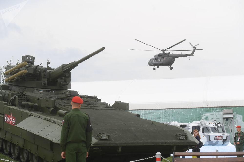دبابة أرماتا (تي -15) في المنتدى التقني العسكري الدولي أرميا - 2018 (الجيش - 2018 في كوبينكا