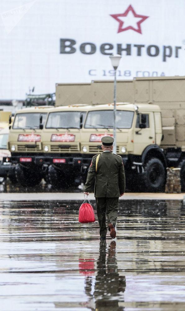 عسكري في المنتدى التقني العسكري الدولي أرميا - 2018 (الجيش - 2018 في كوبينكا