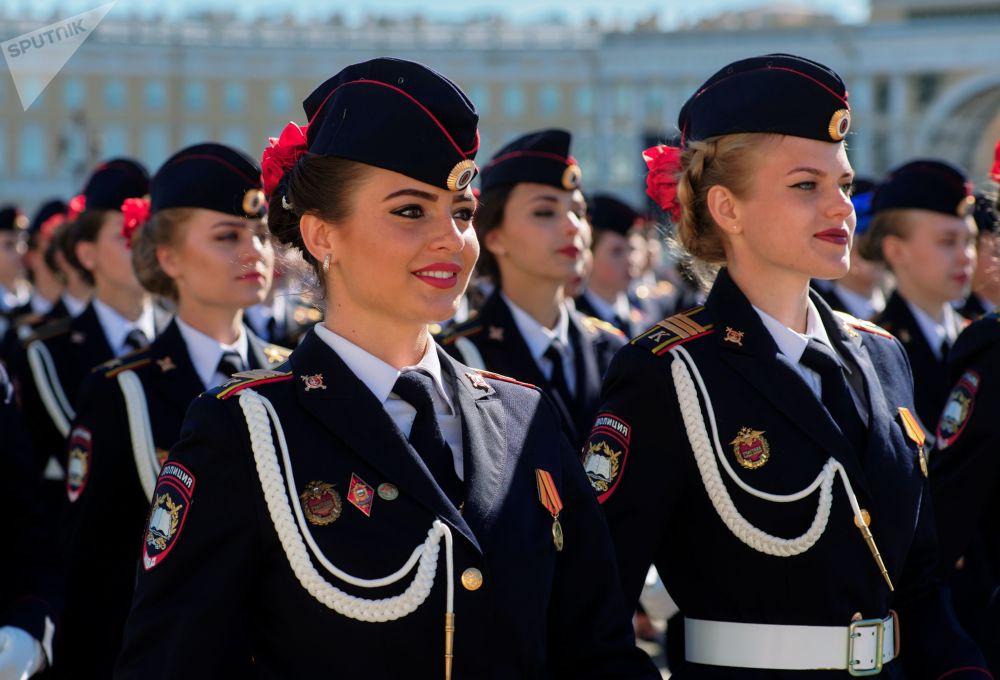 البروفة العامة للعرض العسكري بمناسبة عيد النصر في مدينة سان بطرسبورغ