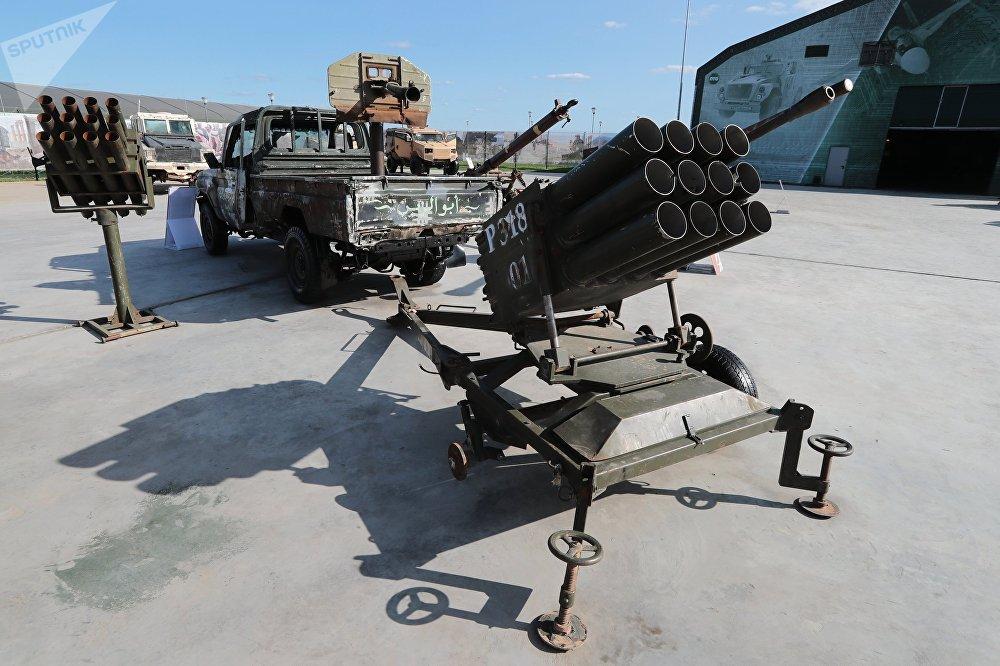 معرض الأسلحة التي تم حجزها من المسلحين في سوريا، كجزء من المنتدى الفني العسكري الدولي الرابع أرمي 2018 (الجيش 2018) في كوبينكا