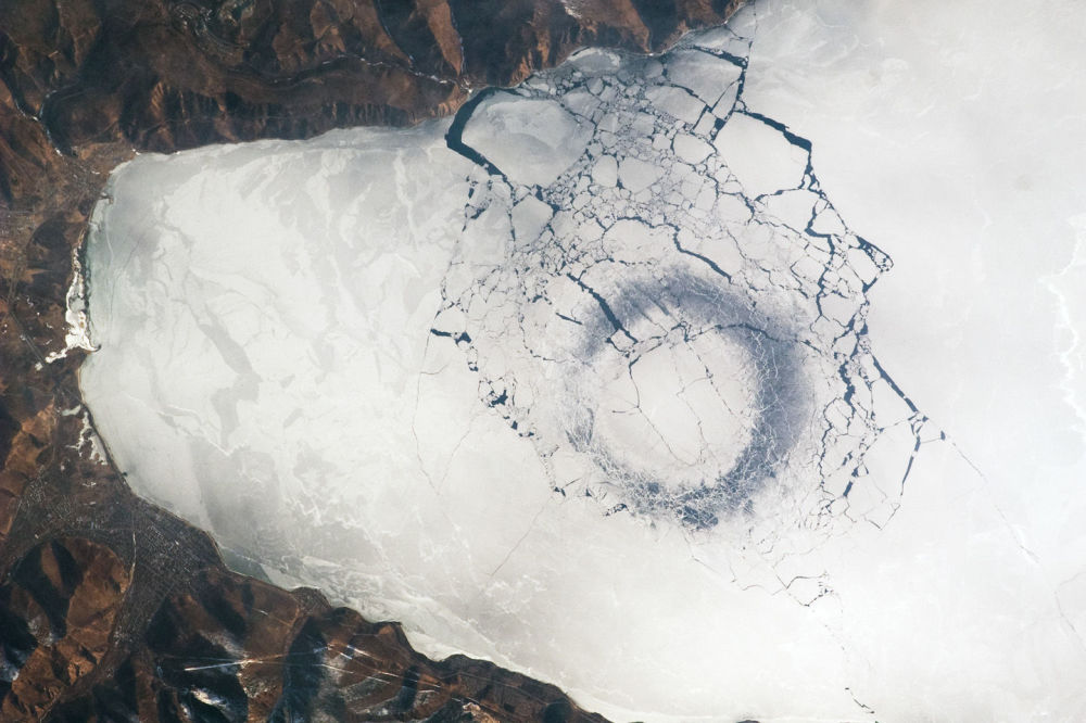 مشهد لبحيرة بايكال من الفضاء