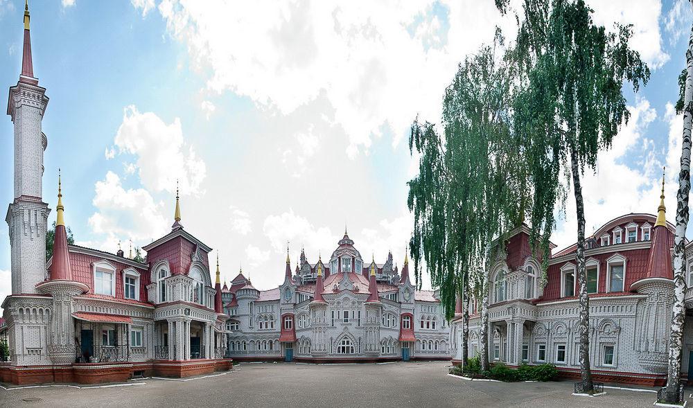 مدرسة الثانوية رقم 5 أوبيكنوفينوي تشيودو (معجزة عادية) في مدينة يوشكار-أولا في جمهورية ماري-إل الروسية