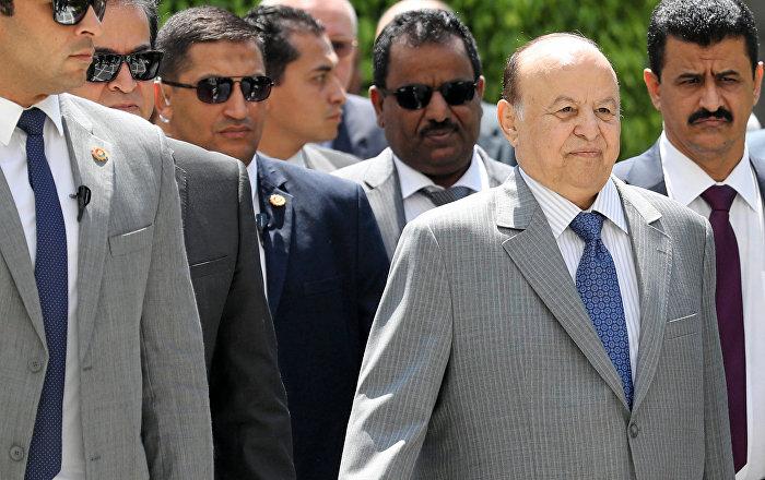 اليمن.. رئيس الحكومة يوجه بعدم التعامل مع أي تعليمات من المجلس الانتقالي